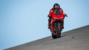 Panigale-V2-MY20-Ambience-07-Gallery-1920x1080